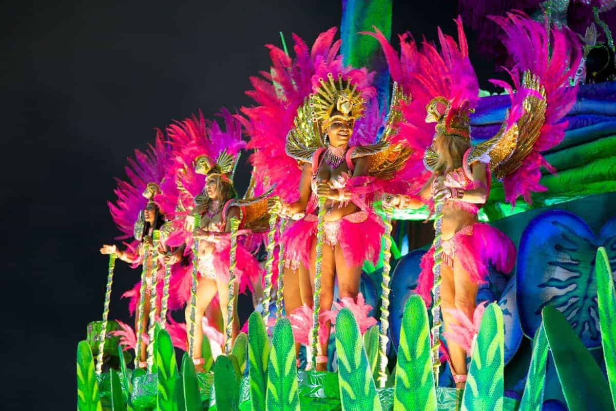 Colourful ladies dancing in Rio during carnaval