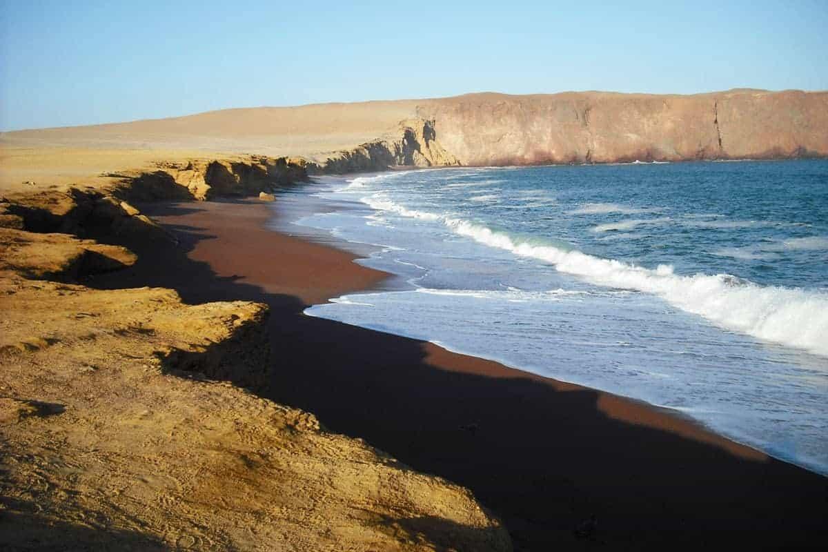 The red beach, Paracas
