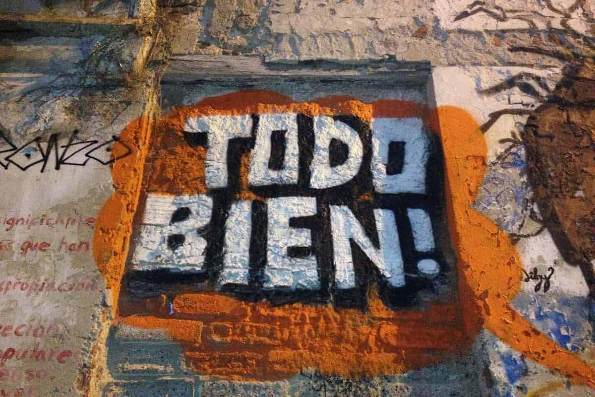 """Graffiti that says """"todo bien"""" in Bogota"""