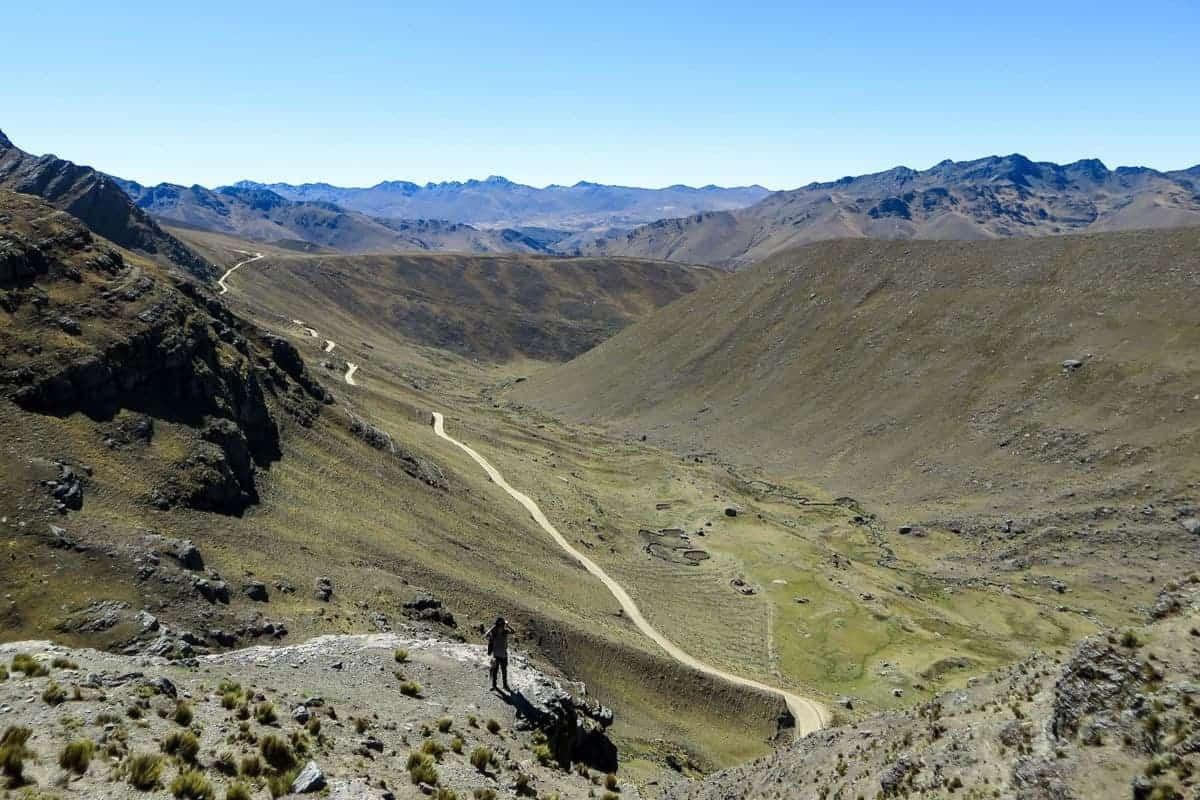 A road runs through the valley at Cerro Tunari Cochabamba