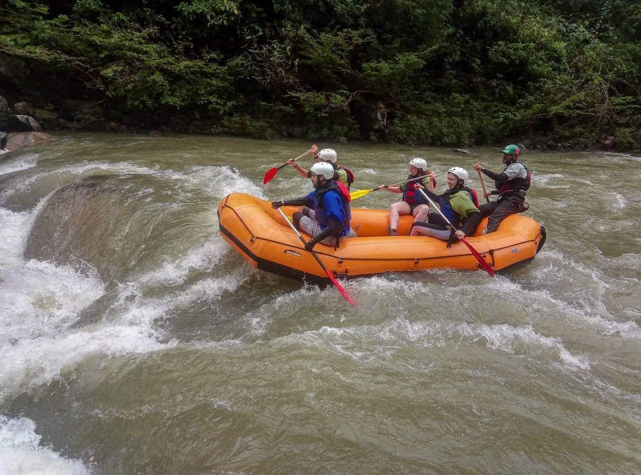 Rafting on the Jondachi-Hollín River, Tena, Ecuador.