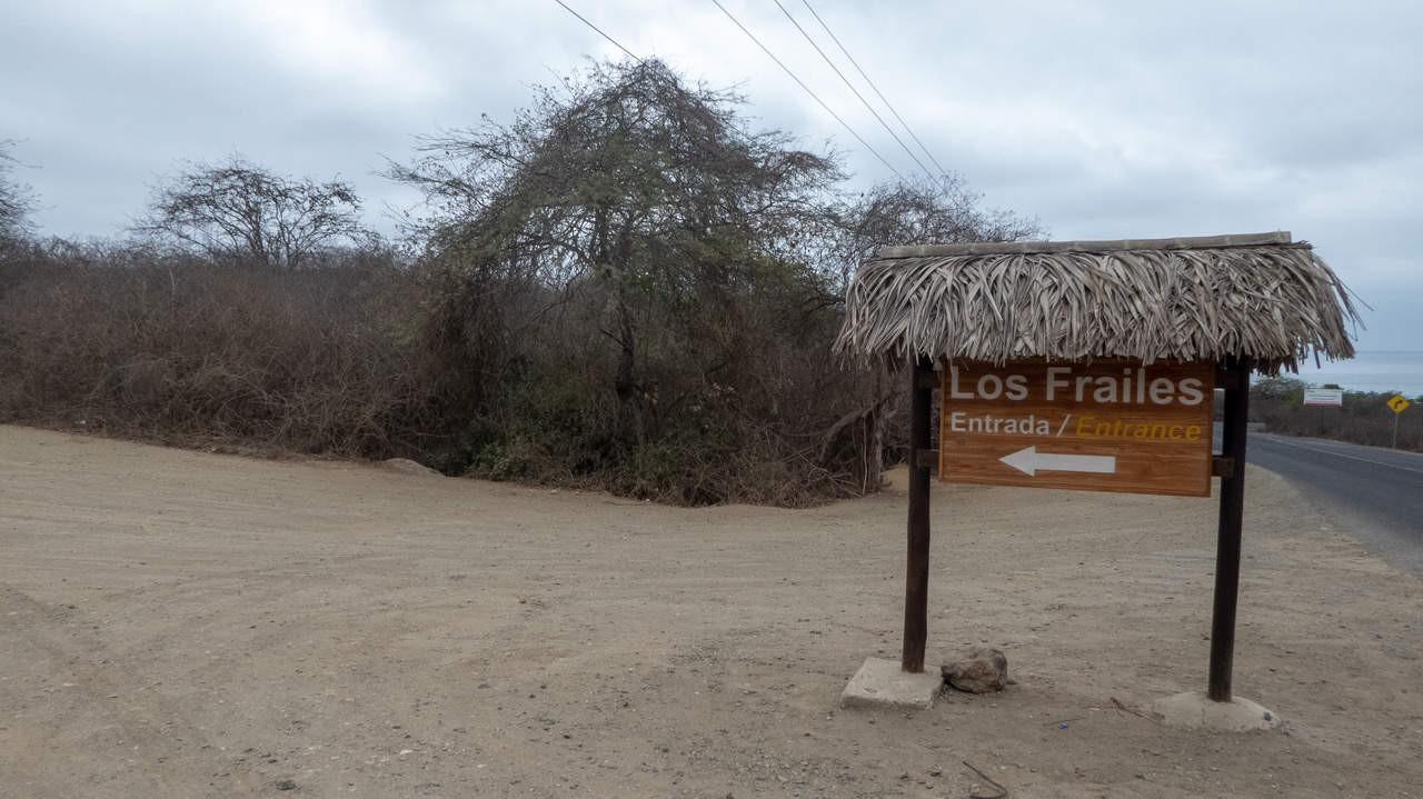 A sign to direct backpackers to Los Frailes beach in Parque Nacional Machalilla, Puerto Lopez, Ecuador