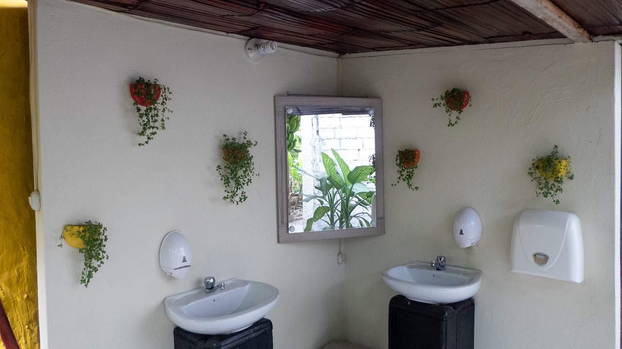 Bathrooms at Hidden House Montañita Ecuador.