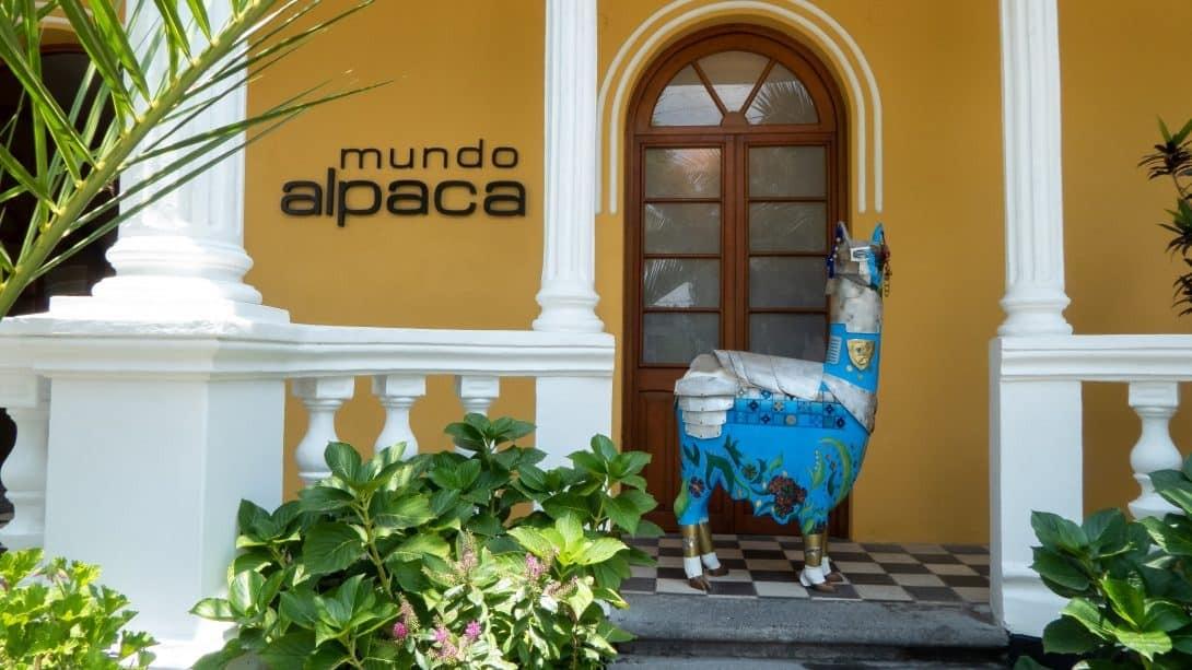 Store front of Mundo Alpaca in Arequipa