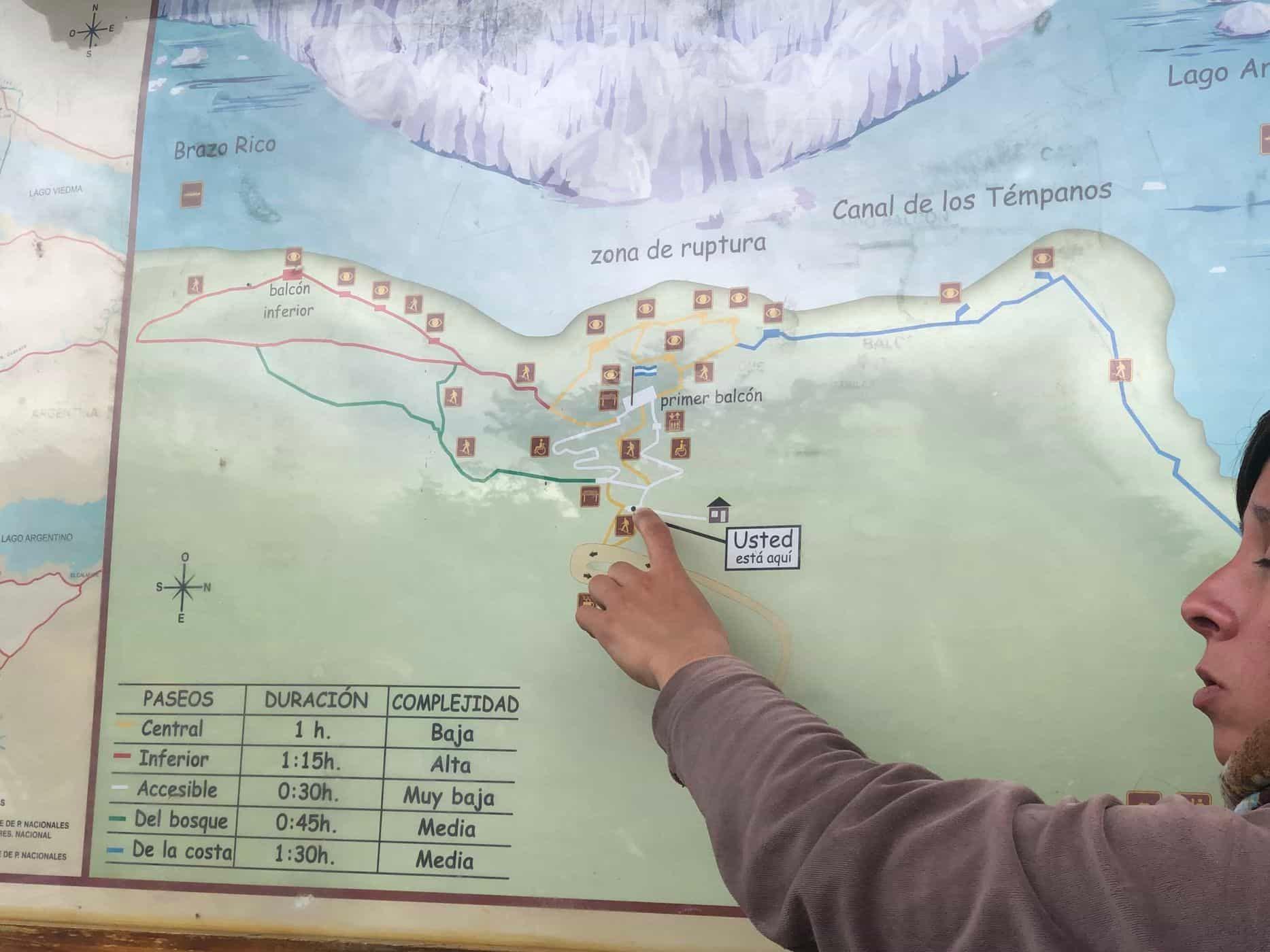 A guide explains the route of the Perito Moreno Glacier trip.