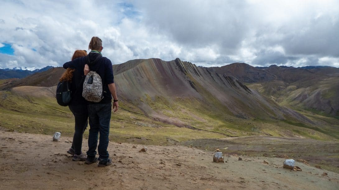 Couple looking out over the Rainbow Mountain tange