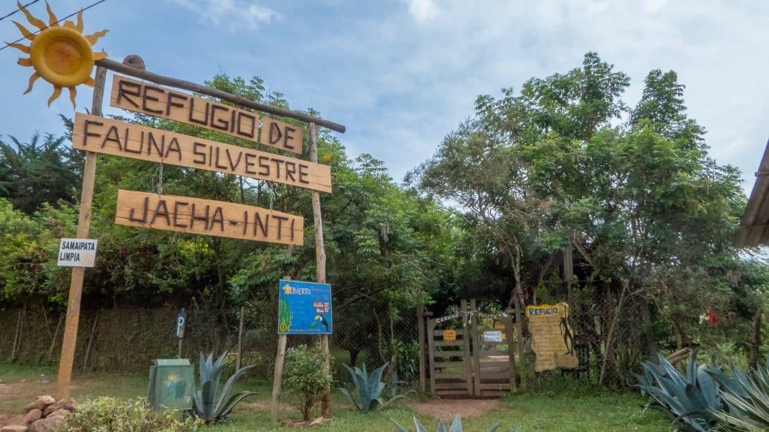 Animal refuge sign in Samaipata