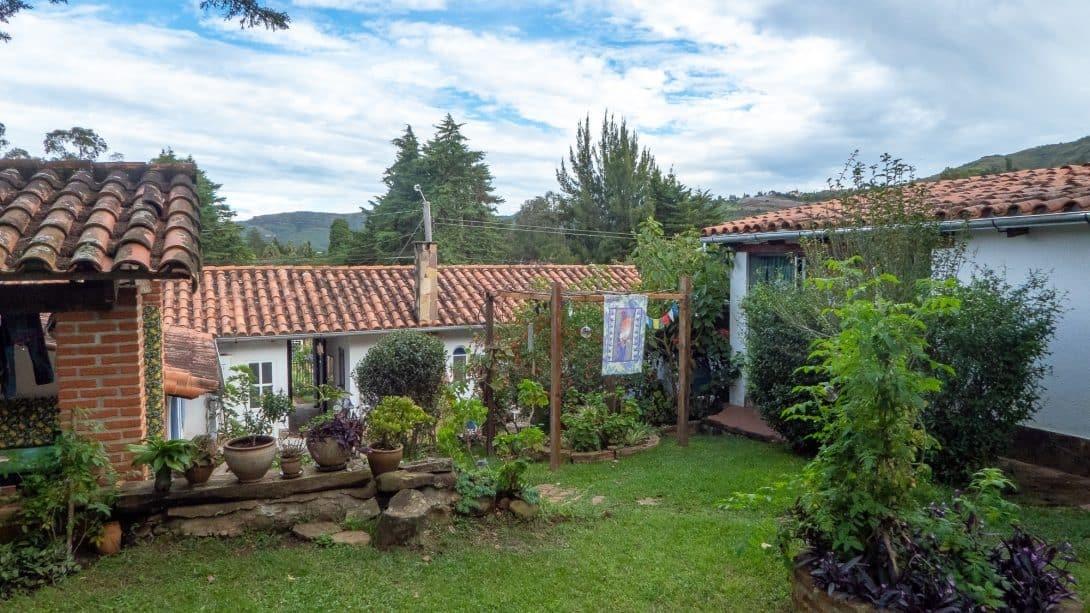 Casa Lynda hostel garden in Samaipata