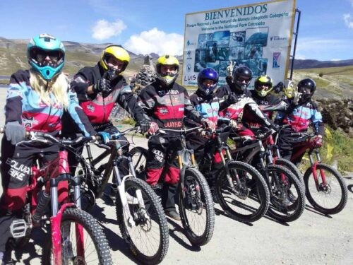Death Road Cycling Tour - Group of cyclists
