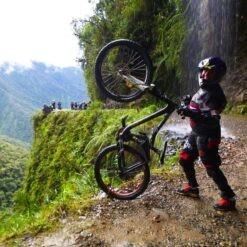Death Road Cycling Tour - Wheelie