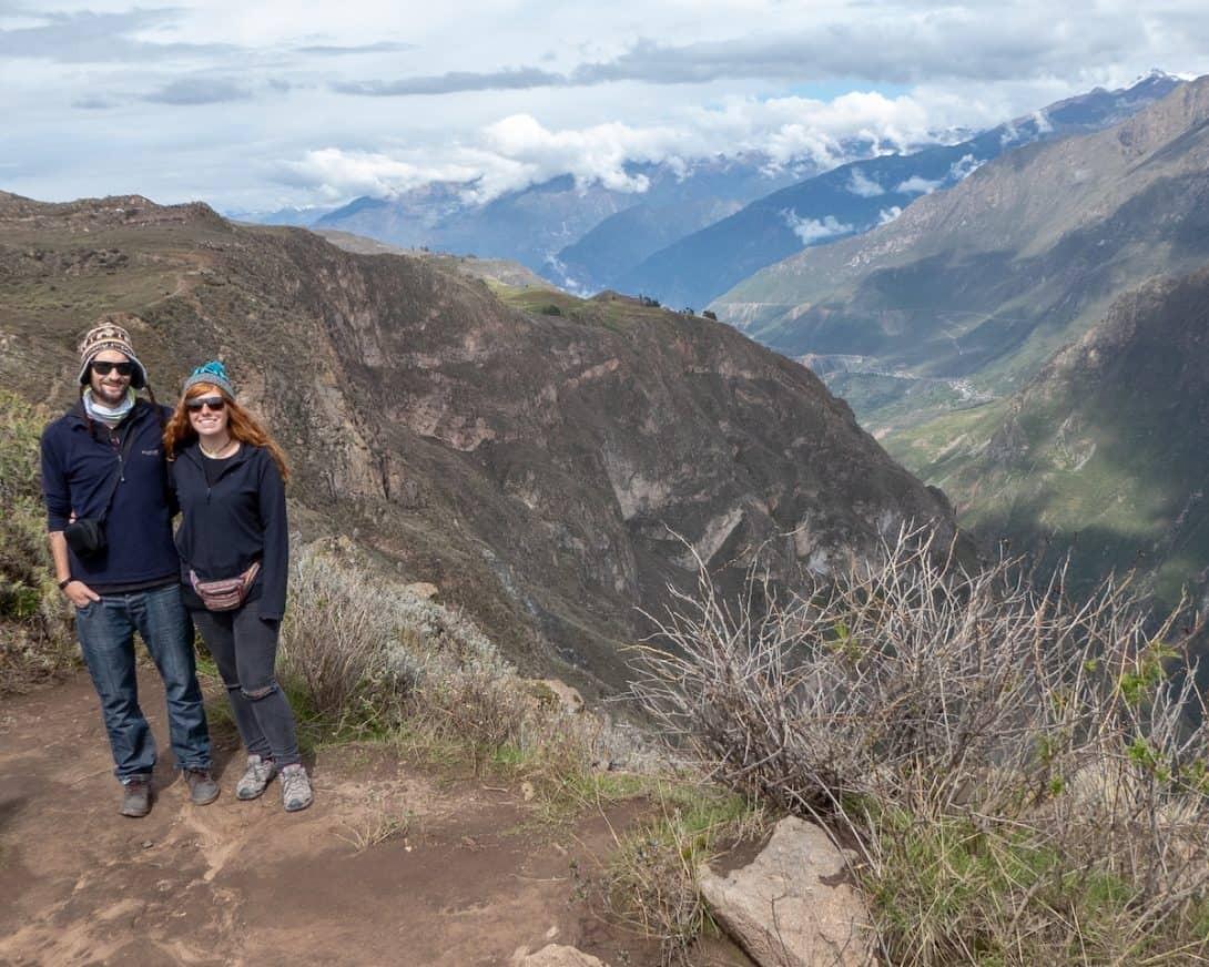 Couple posing next to Colca Canyon