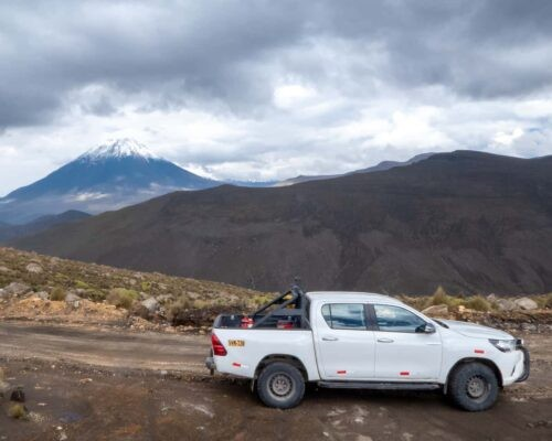 4x4 transport in front of volcano