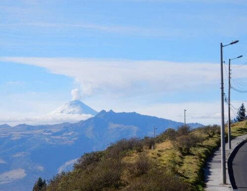 Cotopaxi from road