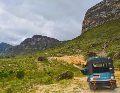 Jeep heading towards the Chapada Diamantina mountains.