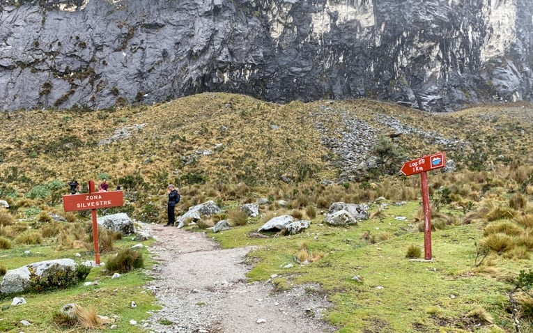 Signs pointing to Laguna 69