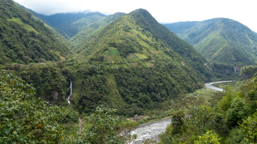 Cycling from Baños to Puno along river